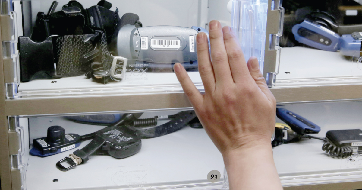 Pick-to-voice equipment in smart locker